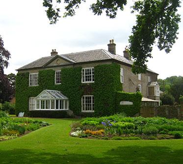 Bressingham Hall är Bed & Breakfast. Här kan man vakna upp i en världsberömd trädgård. Foto: K Engstrand