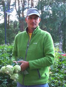Reginald Scholz odlar över 30 sorters ärtor. Foto: Mariana Mattsson