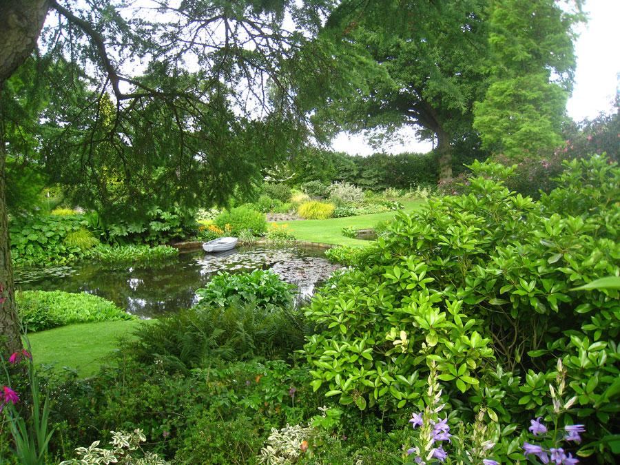 Vattenträdgården sedd från Beth Chattos privata terrass där vi sitter och samtalar. Foto: Kerstin Engstrand