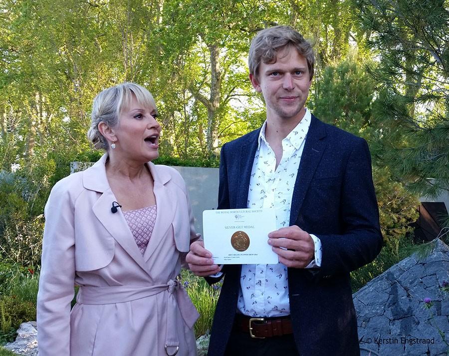 Hugo Boss med sin medalj. Lite besviken på att det inte blev guld, ja. Foto: Kerstin Engstrand