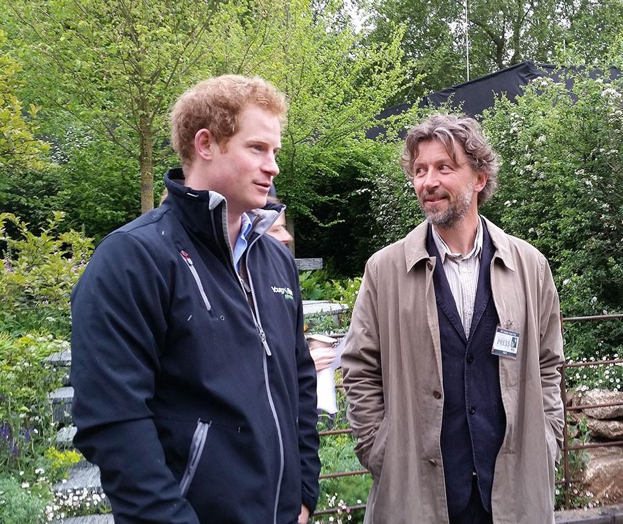 Harry och Dan diskuterar trädgård, bådas ögon lyser!   Foto: Kerstin Engstrand