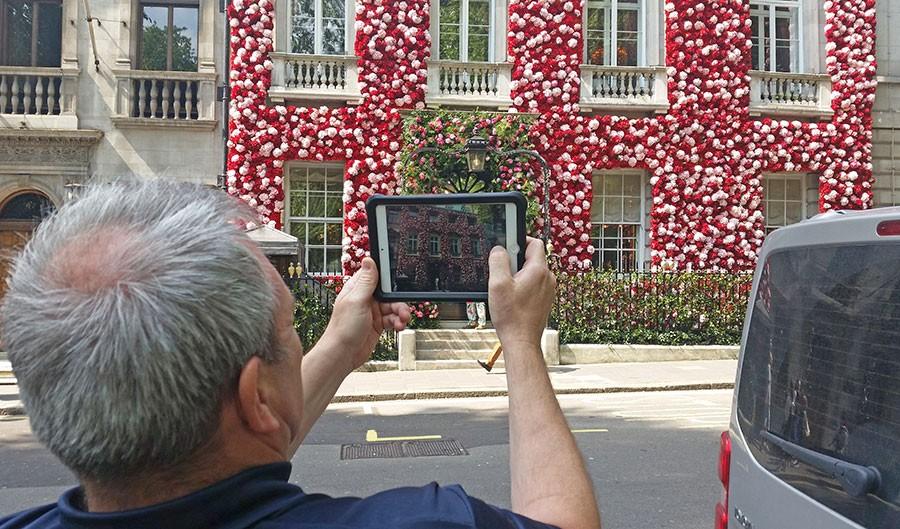 """""""Alla"""" fotade fasaden. Foto: Kerstin Engstrand"""