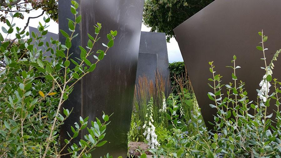Trädgården var indelad i flera små rum, alla kantade av häckar.  Foto: Kerstin Engstrand