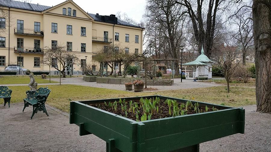 Sinnenas trädgård i Stockholm den sista mars. Trädgården kan synas vara enkel men varje del är noga uttänkt.  Foto: kerstin Engstrand