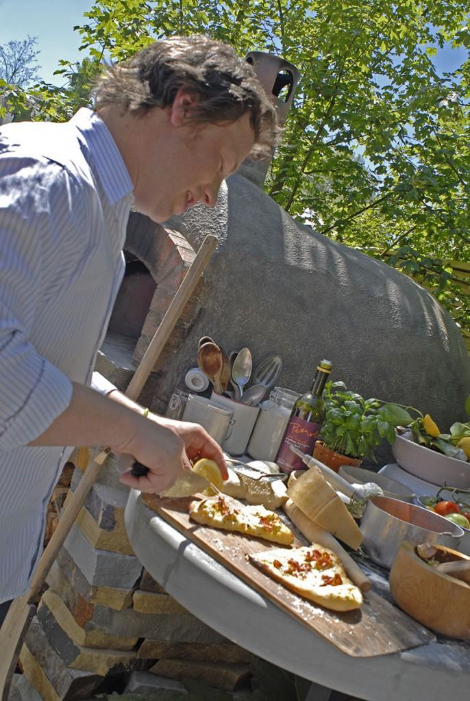 Jamie Oliver i pizzaskapartagen. Foto: Kerstin Engstrand