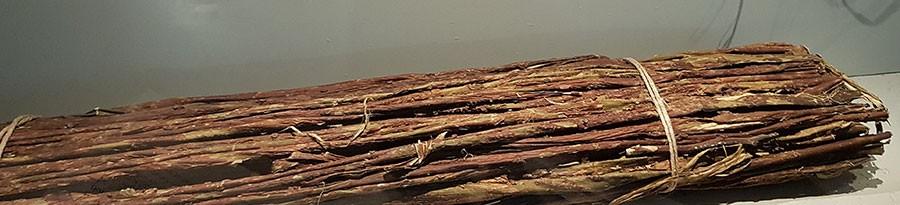 Bark från mitsumata används till papper.  dessa visas på Östasiatiska museet  i Stockholm. Foto: Kerstin Engstrand