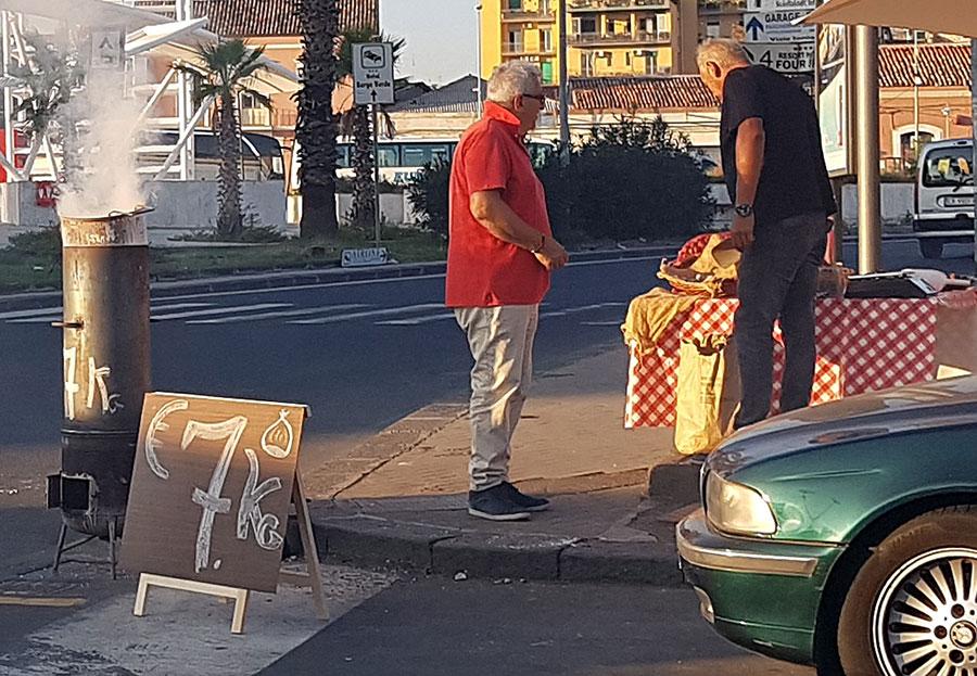 Försäljning av rostade kastanjer. Foto: Kerstin Engstrand